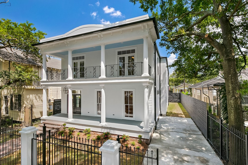Modern New Orleans Style Home In Hotel Rates