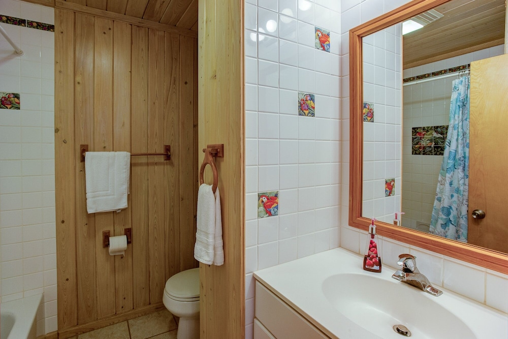 Bathroom, Schooner's Landing Ocean Club - Ocean Front - Townhouse #3, Man-O-War Cay, Abaco