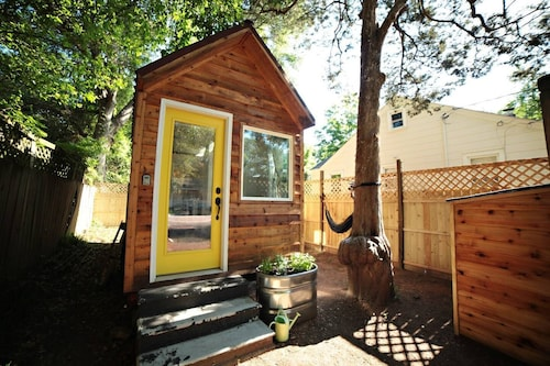 Great Place to stay Cozy Tiny House Near Downtown near Charleston