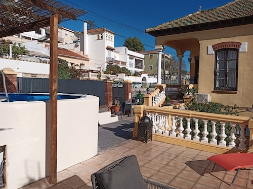 7 min From Center Close to Beach Large Villa, Private Pool