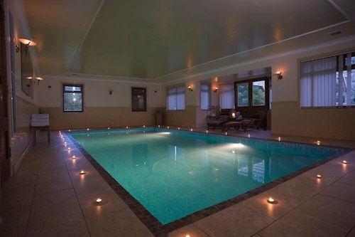 Luxurious House With Indoor Heated Swimming Pool - Sleeps 15