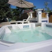 Apartment 15 km From the Beach, Jacuzzi, Sauna, Sleeps 5, Fully Equipped