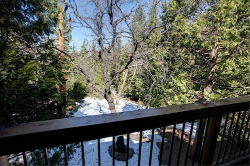 Great Place to stay Yosemite Delight-spacious yet Economical near Yosemite West