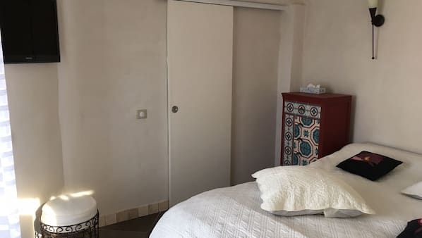 3 bedrooms, cribs/infant beds, Internet