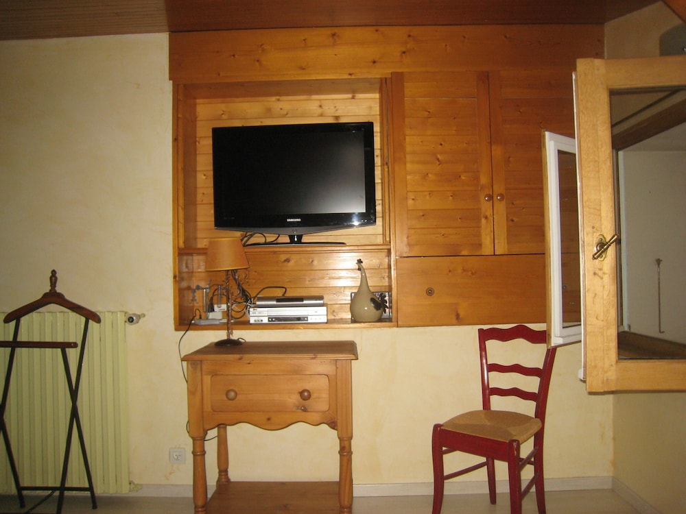 , Comfortable Private Access Room in House 5 Minutes From Annecy Center