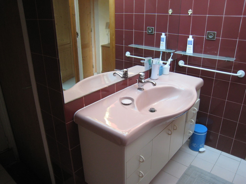 Bathroom, Comfortable Private Access Room in House 5 Minutes From Annecy Center