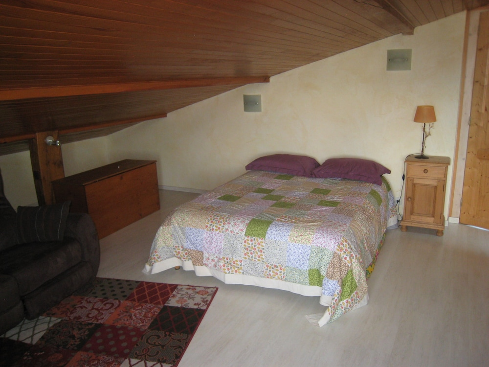 Room, Comfortable Private Access Room in House 5 Minutes From Annecy Center