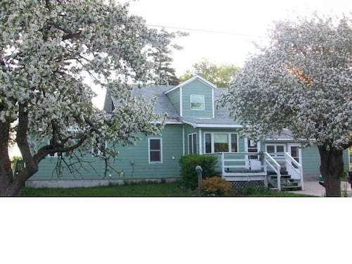 Large Family Friendly Home In The Heart Of Grand Marais