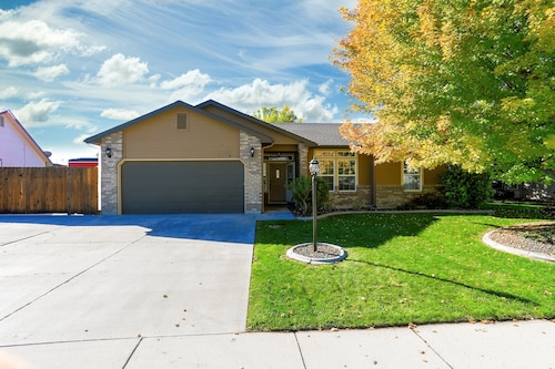 Pet Friendly Home Near Meridian/nampa/eagle/boise