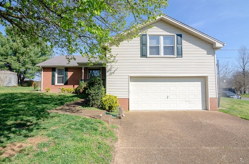 Plenty of room to gather! Close to downtown Franklin. Huge bonus room