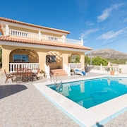 A Perect Spanish Villa Sleeps 8 With a Private Pool and Gardens