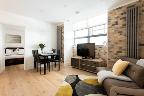Platinum Apartment in Central Camden 9984