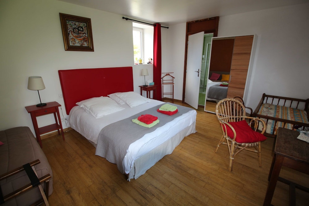 A Livre Ouvert In Rives En Seine Cheap Hotel Deals Rates