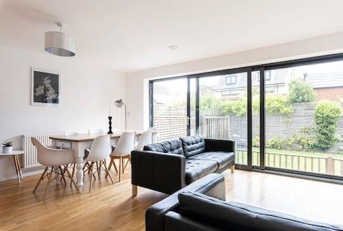 Entire Contemporary 4 Double Bed House Brighton