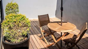 Minibar, tabla de planchar con plancha, wifi gratis