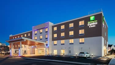 Holiday Inn Express & Suites Medford, an IHG Hotel