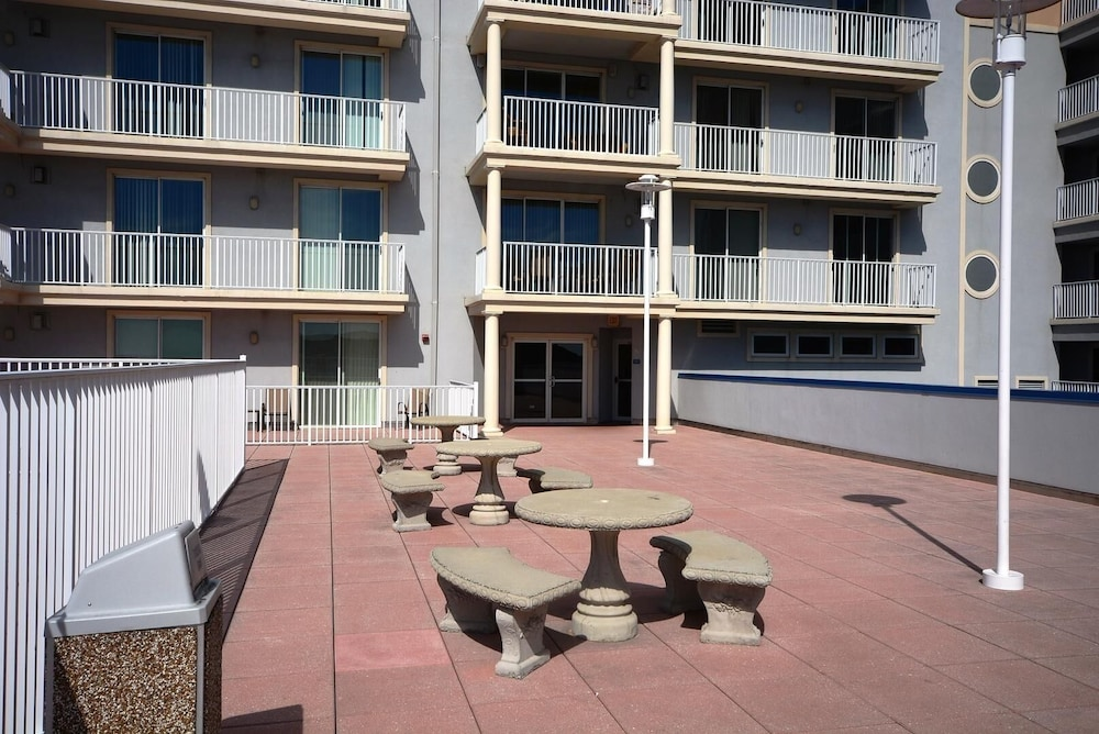 BBQ/Picnic Area, Belmont Towers Penthouse 901 3 Bedroom Condo