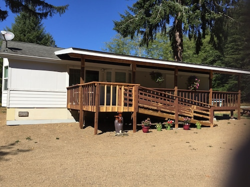 Blue Spruce Meadow: Comfortable, Private, Cozy and Just 7 Miles From 2 Beaches