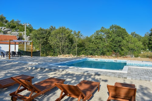 Bonaventura - Countryside Villa Near Split With Private Pool