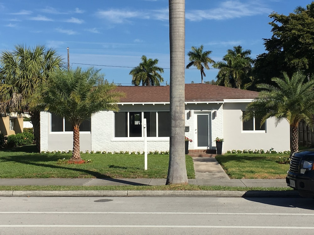 Hollywood Beach House 14 Blocks To The 2 5