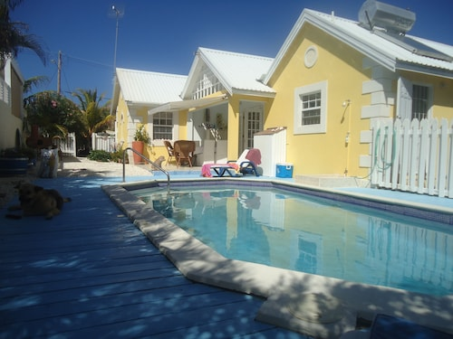 Stylish Villa Apt, World Famous Bottom Bay 5 min Walk,swimming Pool.a/c