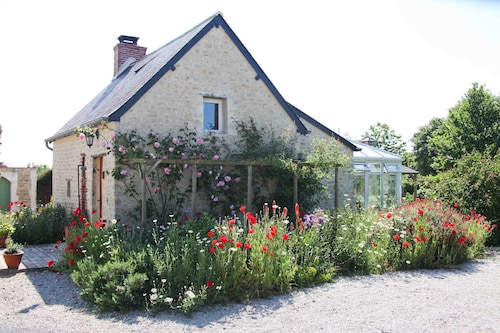 Picture Book 400 Year old Cottage in Heart of Normandy D Day Landing Beaches