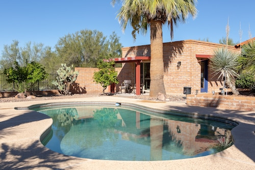 Updated Private Casita With Pool & Spa in Convenient Foothills Location