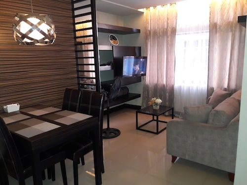 Manhattan Parkway , Araneta Center 2bedrooms, 2 Bath, Fully Furnished