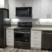 3 Bed Fully Remodeled 25 min to Las Vegas Strip or 7 Mins to Lake Mead