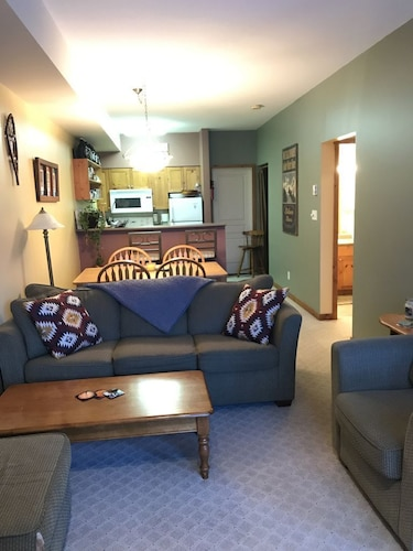 This Cozy Condo Is Ski-in/ski-out, Pet Friendly, 500 Meters To The Village,