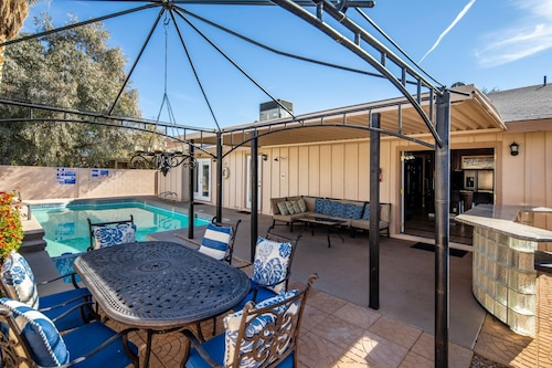 Gorgeous 4 Bdrm Home W/ Heated Spa- 10 Minutes From Strip!