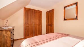 2 bedrooms, free cots/infant beds, WiFi
