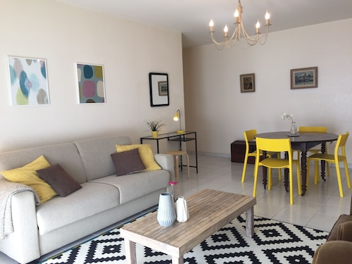 Apartment T4 any Comfort With Terraces and Parking 5 Minutes Walk From the Station
