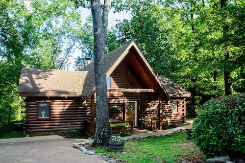 Cozy Cabin With Two Master Suites, Perfect for Two Couples