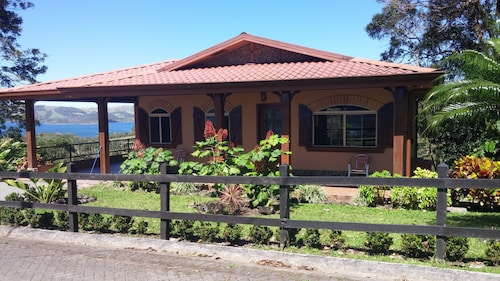 Great Weekly Rates- Spacious Home With A/c- Short Walk to Lake Arenal