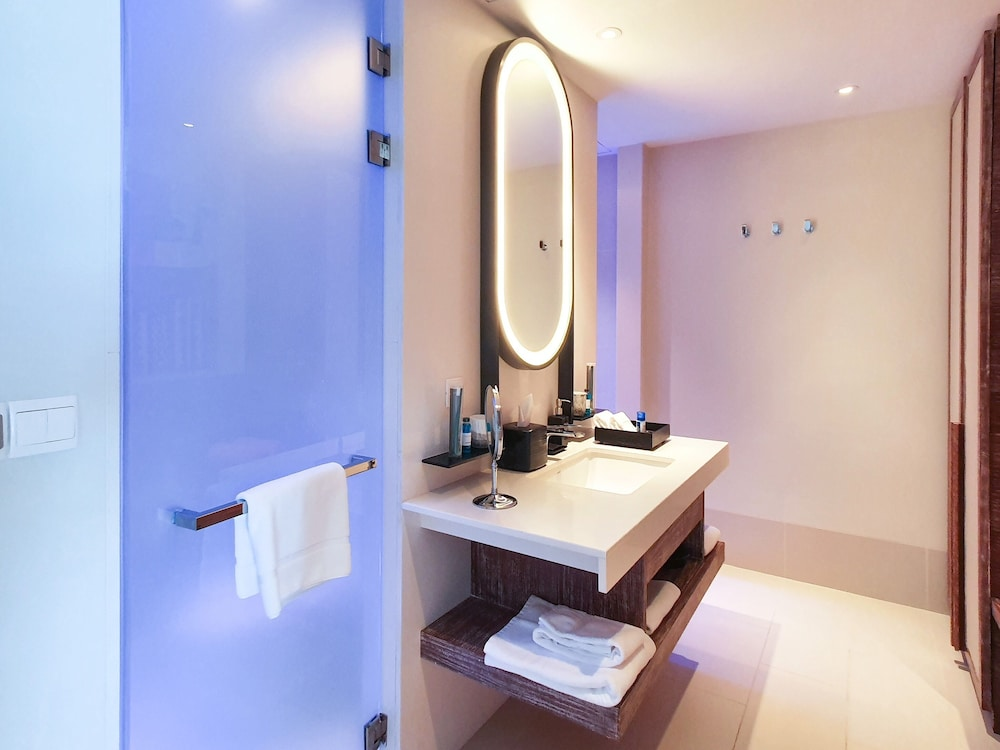 Bathroom, Hard Rock Hotel Maldives