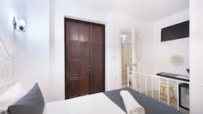 1 bedroom, in-room safe, laptop workspace, soundproofing
