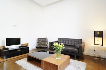Serviced 2-R Apartment m  Fully Equipped With Wi-fi