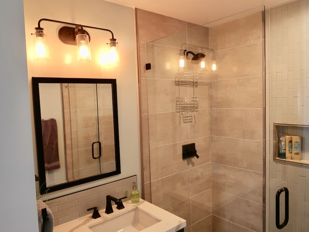 Bathroom, Blocks From Beautiful Sunset Cliffs! - Suite 1