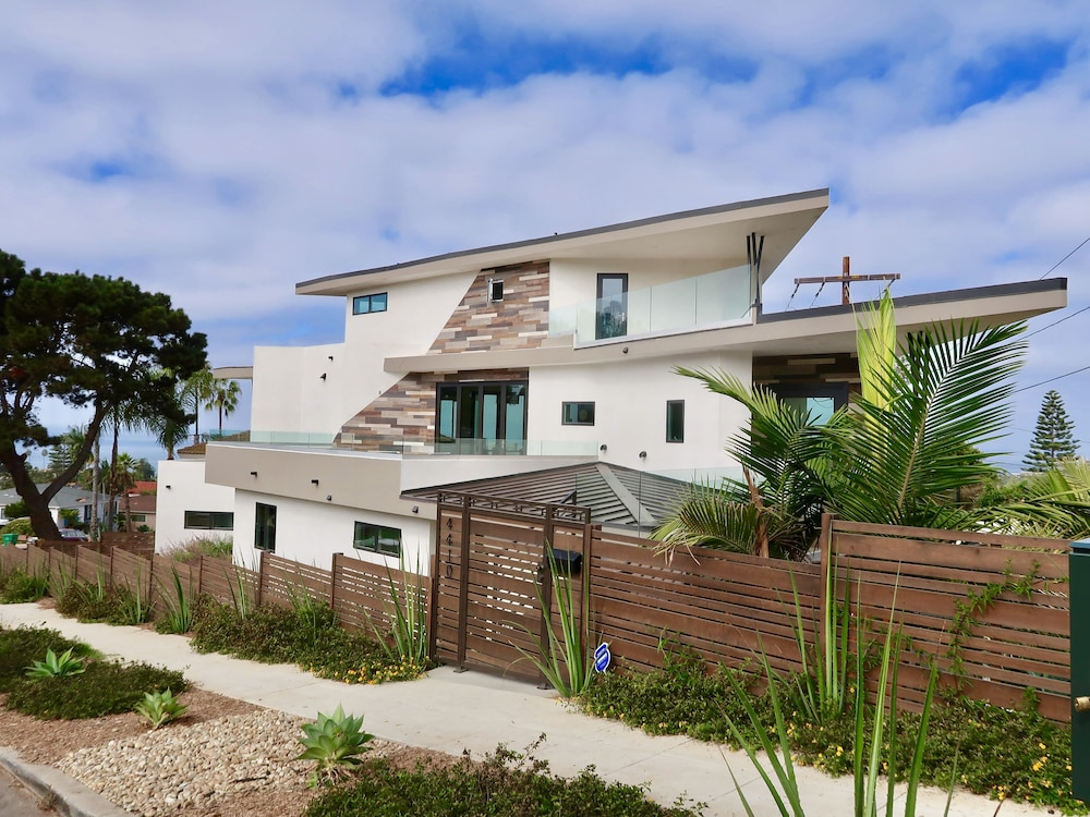 Featured Image, Blocks From Beautiful Sunset Cliffs! - Suite 1