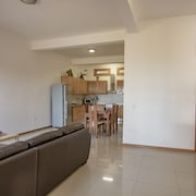 New Listing! 2 Bed 2 Bath in the Heart of Minelo, City of Carnaval!