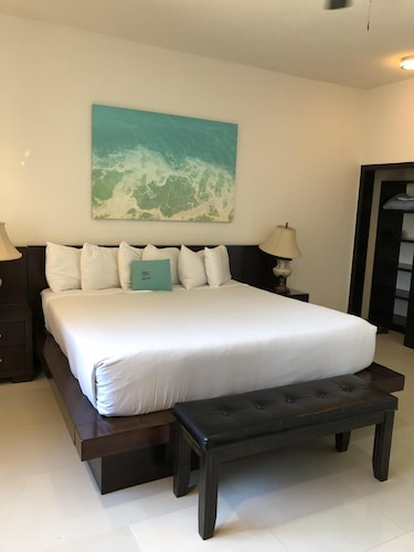 Room, Villa Playa at Laguna Shores