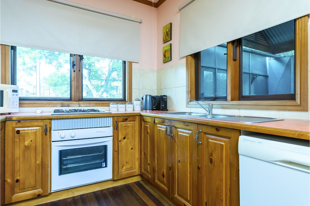 Private Kitchen, A lovely rustic cottage with all the modern conveniences