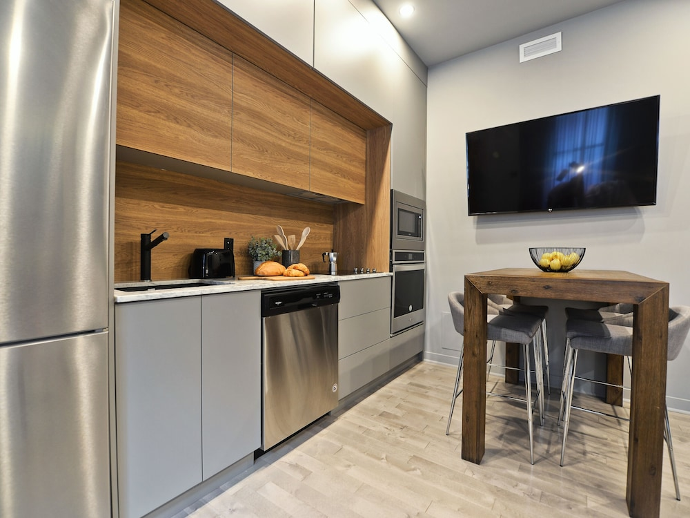 Apartment For A Group Of 4 Fully Furnished Equipped Kitchen Montreal Can Airasiago