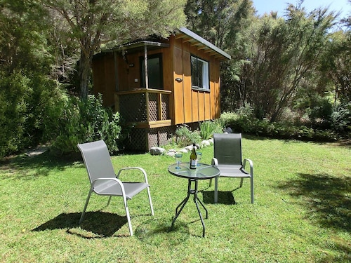 Tauhou Cabin - Ao Marama Retreat - Stunning Bush Setting and Ocean Views