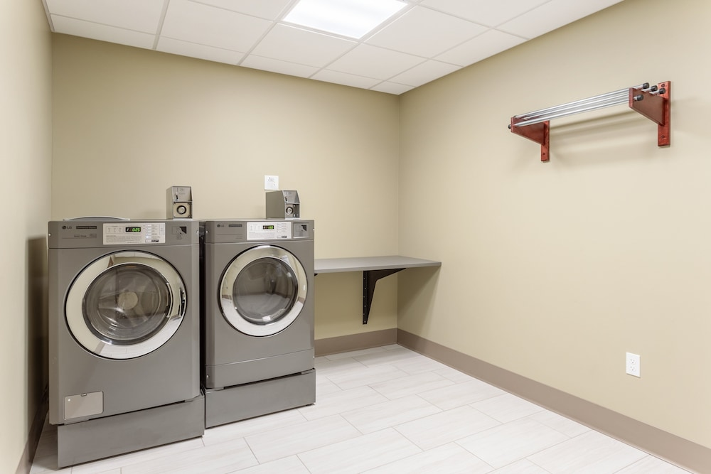 Laundry, Holiday Inn Express & Suites Springfield North