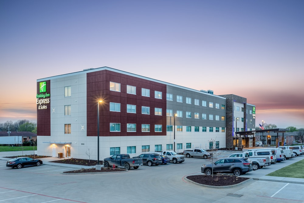 Exterior, Holiday Inn Express & Suites Springfield North