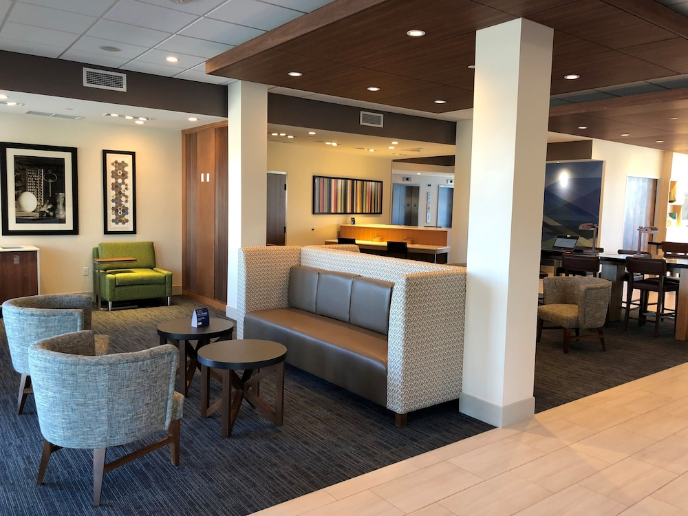 Lobby, Holiday Inn Express & Suites Springfield North