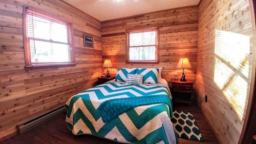 Bear With Us - Two Bedroom Cabin