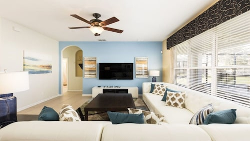 NEWLY RENOVATED Luxury 6BR Windsor Hills Pool Villa,WiFi,AC Game Room